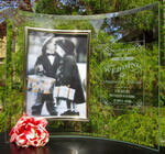 "Personalized 5"" x 7"" Extended Curved Glass Picture Frame"